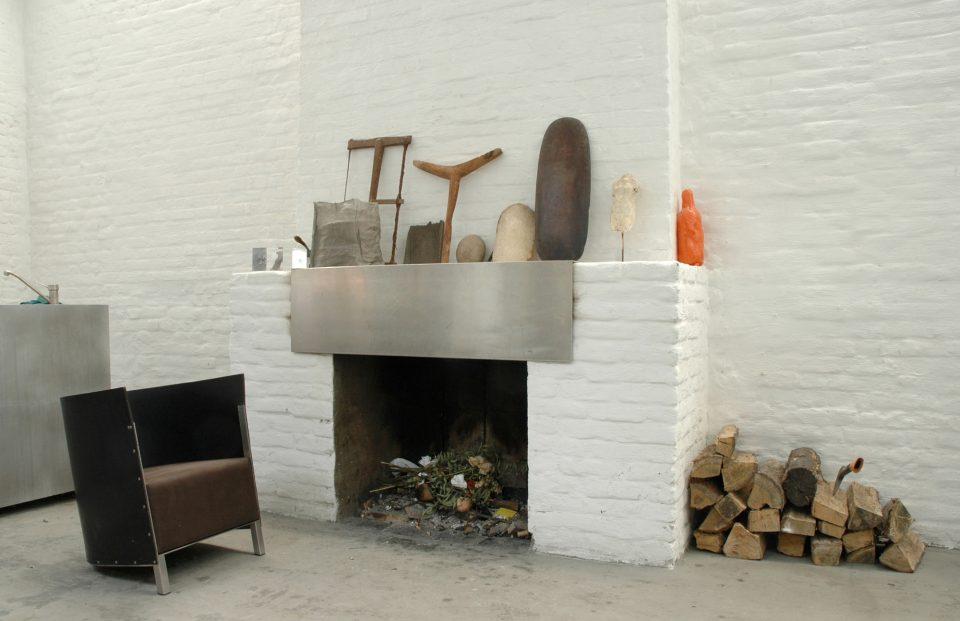 F88 in het woongedeelte van het atelier. Foto Fien Muller © The Maarten Van Severen Foundation
